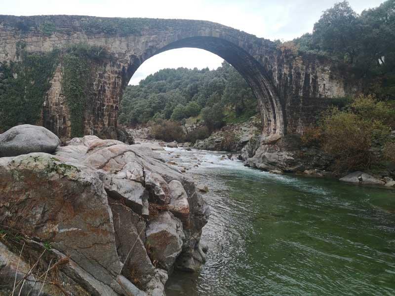 Puente viejo en Madrigal de la Vera